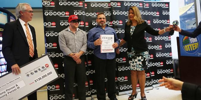 Американский сантехник выиграл в лотерею 136 миллионов долларов