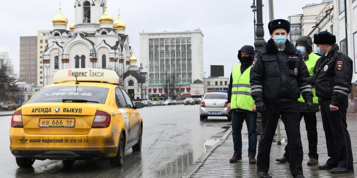 Минцифры предлагает собирать биометрические данные таксистов и пользователей каршеринга