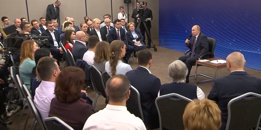 Путин проводит встречу с общественниками Калининградской области