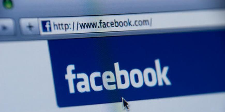 """Facebook наймет еще 1000 модераторов для защиты от """"российского вмешательства"""""""