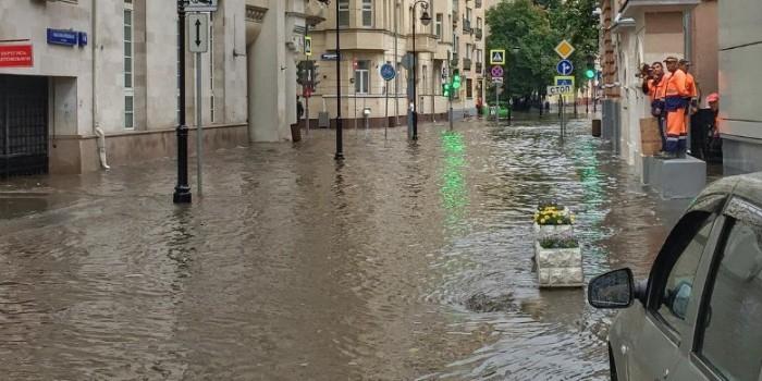 Потоп в Москве: Лучшие фото из соцсетей