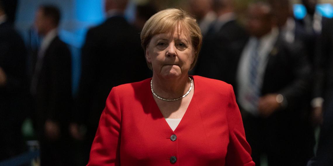 Меркель предупредила об обрушении экономики ФРГ в случае нового локдауна