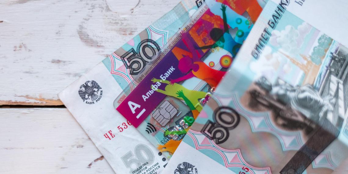 Банки пригрозили взиманием платы за выпуск пластиковых карт