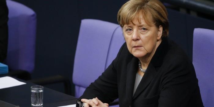 Меркель раскритиковала Трампа за ужесточение въезда для мигрантов
