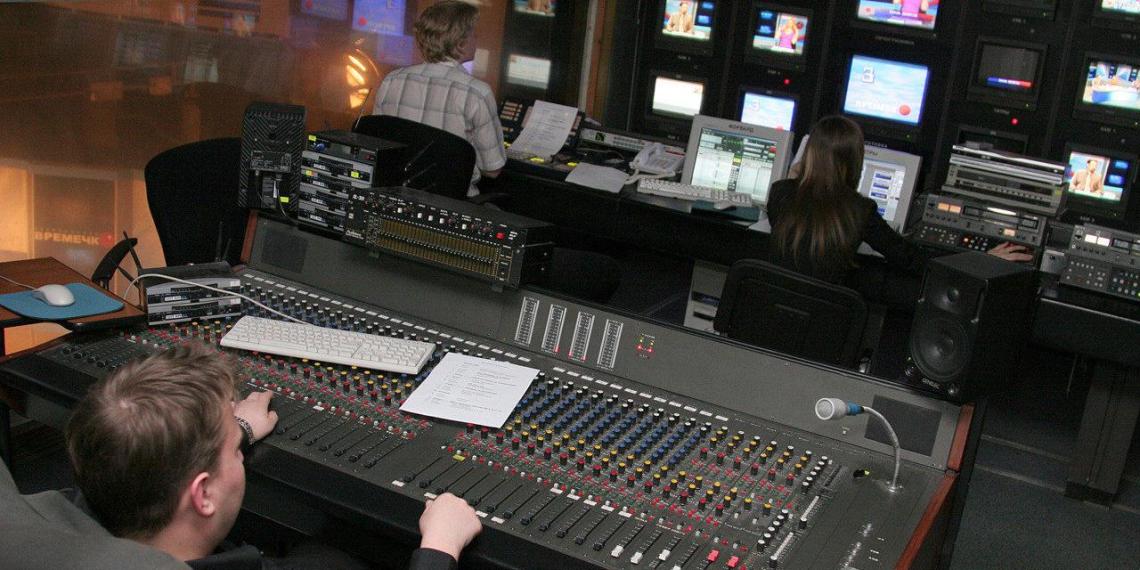 На Украине команду телепроекта госканала уволили за карту России с Крымом в заставке