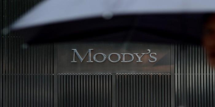 Moodys повысило прогноз по гособлигациям России
