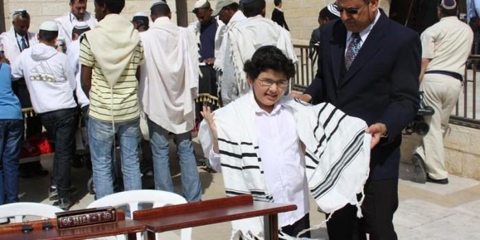 H&M извинился за шарф, похожий иудейское молитвенное облачение