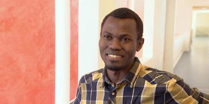 Власти Дании выслали на родину камерунца-отличника за то, что он слишком много работал