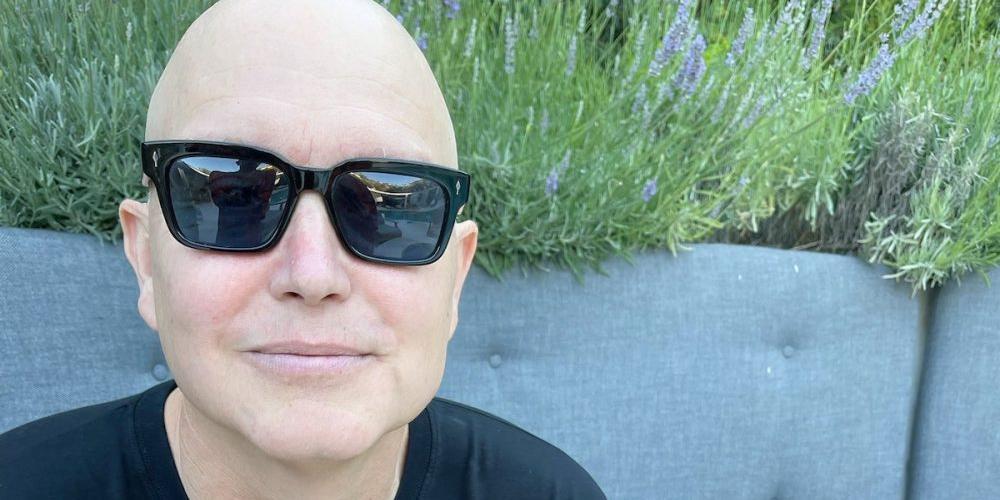 """""""Химиотерапия работает!"""": облысевший солист Blink-182 откровенно о своей борьбе с раком"""