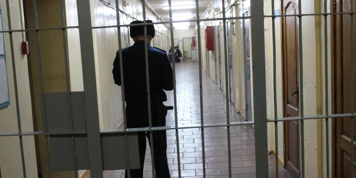 Житель Ростовской области нокаутировал троих полицейских в изоляторе
