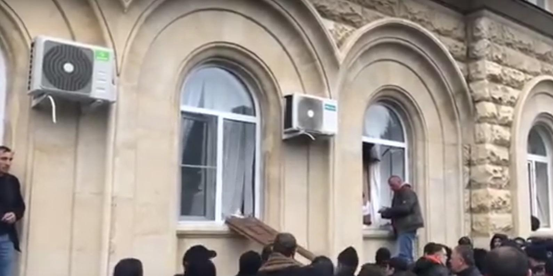 Появилось видео штурма администрации президента Абхазии