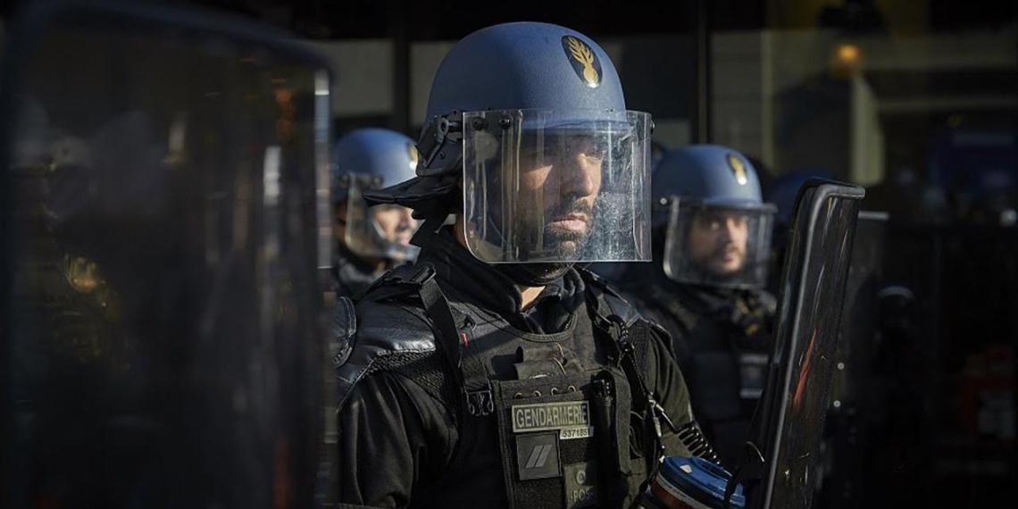 В Германии и Франции из-за вируса закрывают полицейские участки и военные базы