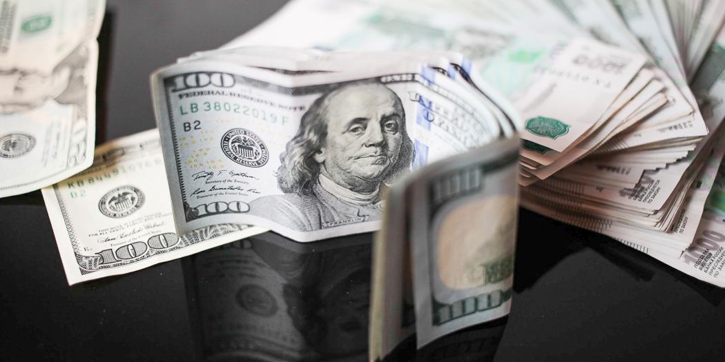 Курсы доллара и евро резко взлетели