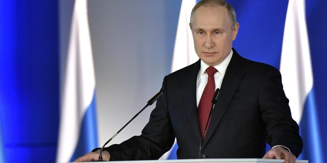 Путин призвал строже наказывать чиновников за хамство