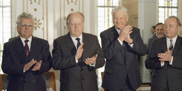 Советник Ельцина рассказал о деталях Беловежского соглашения