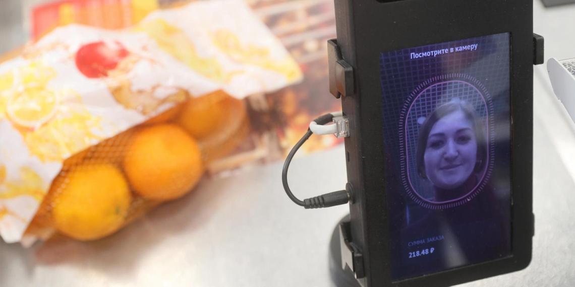 Оплату по биометрии в магазинах и кафе хотят запустить в России до конца года