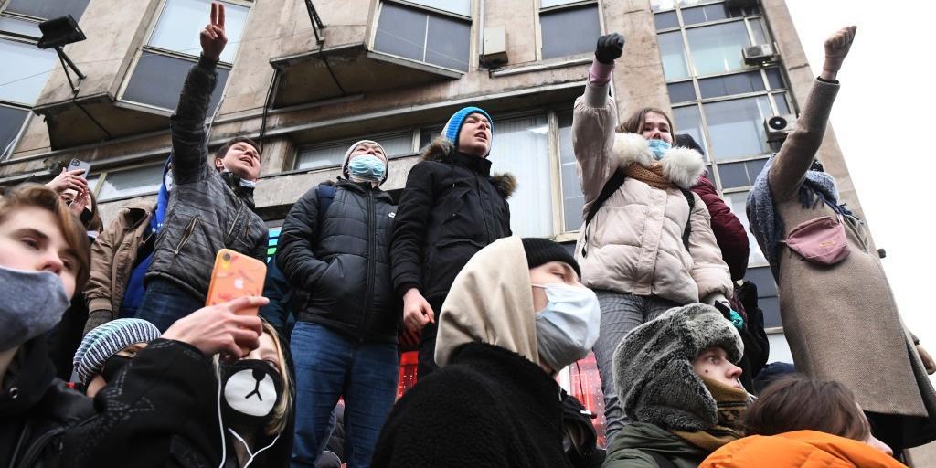 Депздрав: 19 человек, зараженных коронавирусом, пришли на несанкционированный митинг в Москве