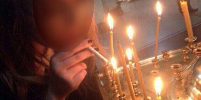СК проверит фото прикурившей от свечи в храме женщины