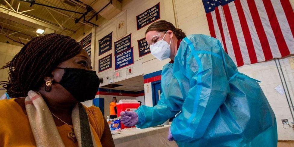 В США объявили обязательную вакцинацию всех чиновников и подрядчиков правительства