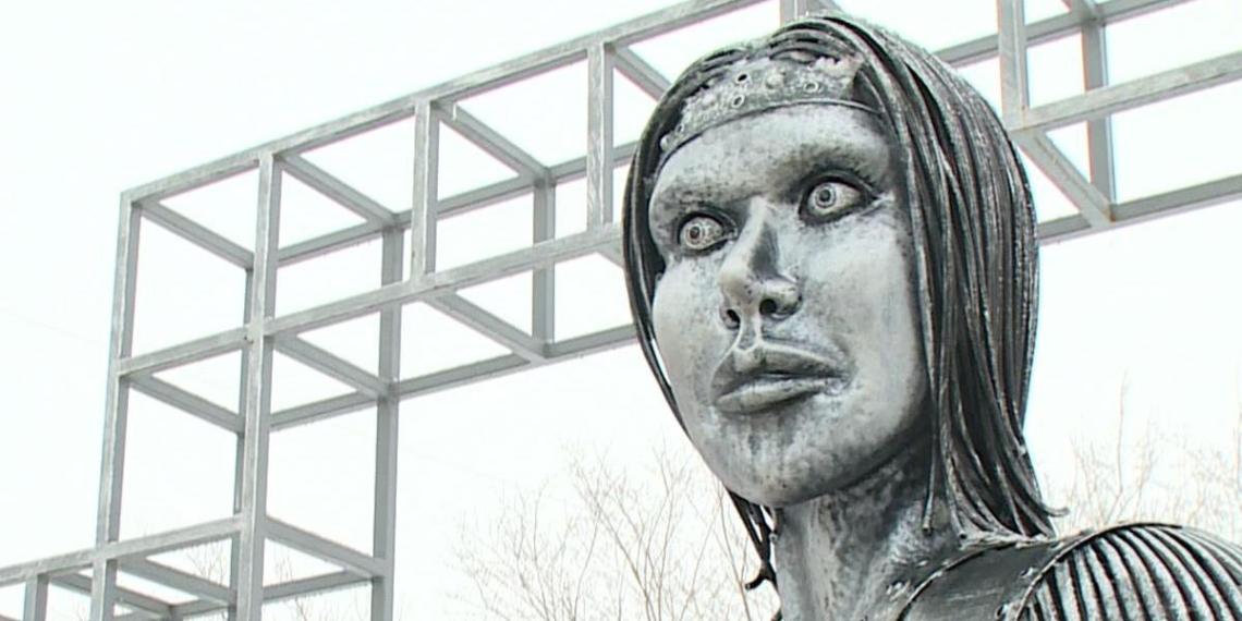 Памятник нововоронежской Аленке продали с аукциона за 2,6 млн рублей