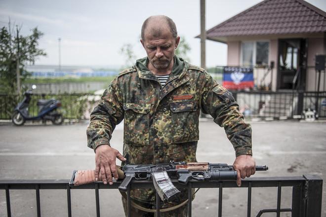 Ополченцы взяли в плен солдата с полным грузовиком оружия