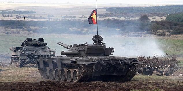 """Британцы отрабатывают """"вторжение России в Эстонию"""" на танках Т-72"""