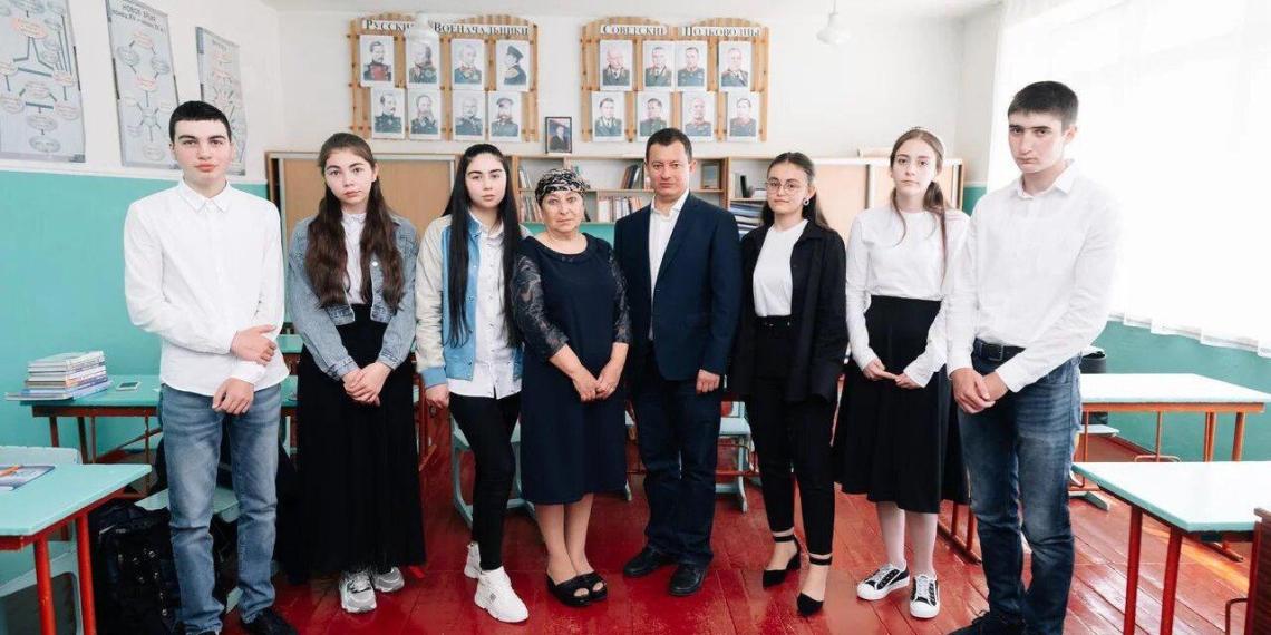"""""""Лидеры России"""" провели открытые уроки для школьников Приэльбрусья"""