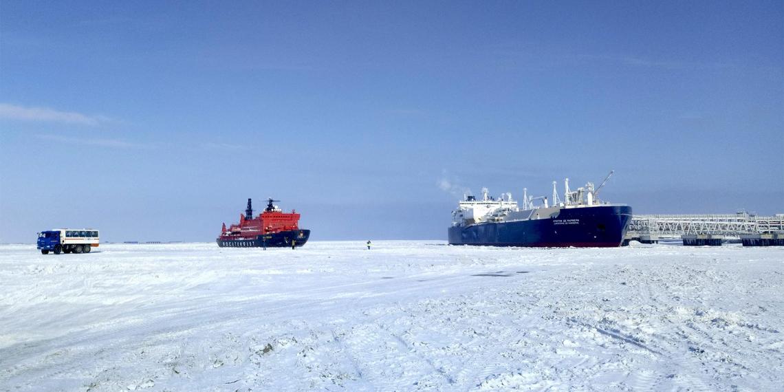 Медведев уличил НАТО в попытках ограничить деятельность РФ в Арктике