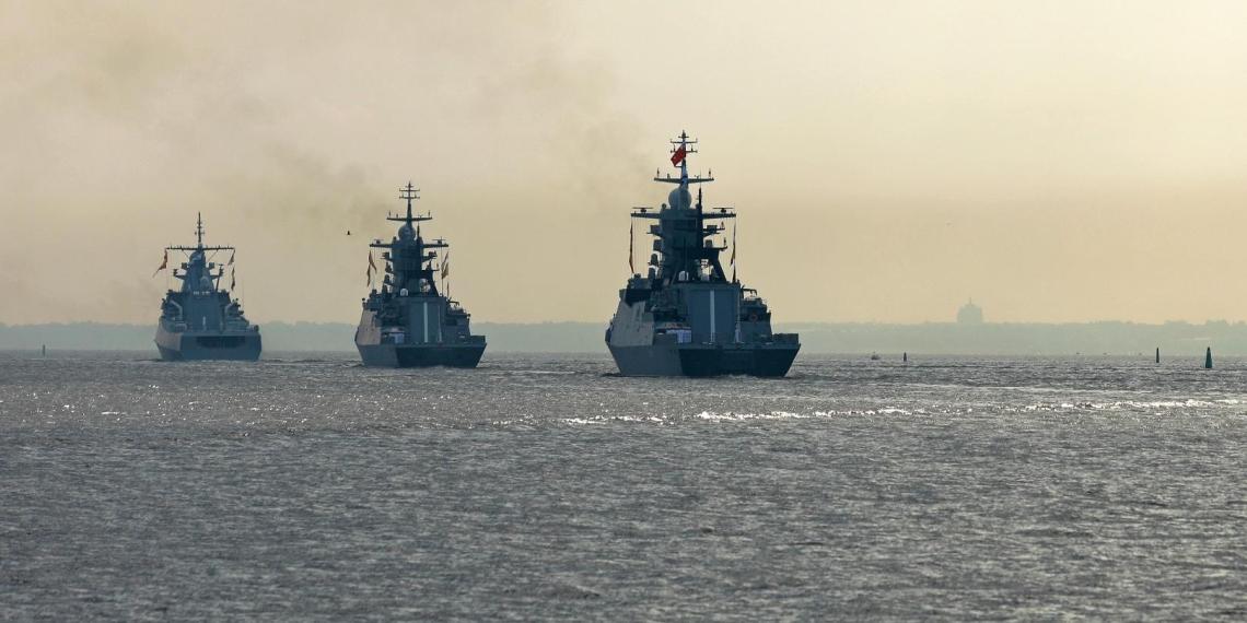 20 кораблей ВМФ России заблокировали подходы к Крыму