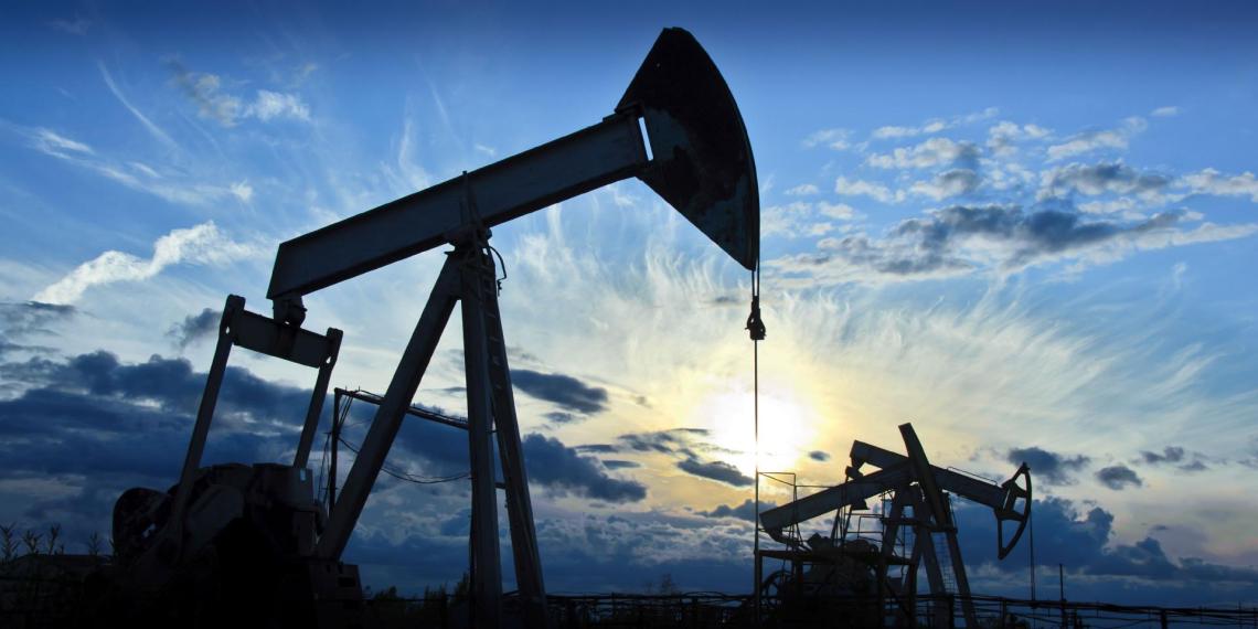 Цена российской нефти Urals достигла уровня 1999 года
