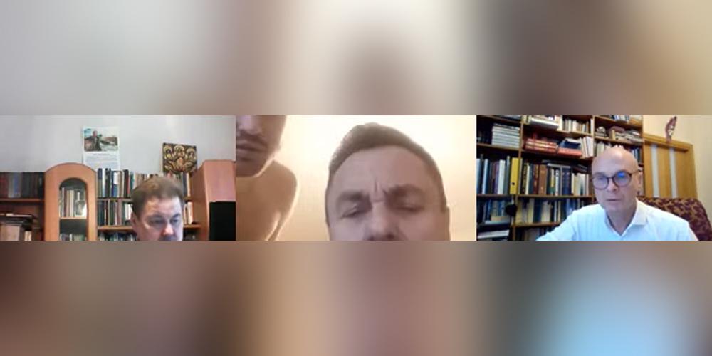 """Выступающий против ЛГБТ литовский депутат """"засветился"""" с обнаженным мужчиной"""