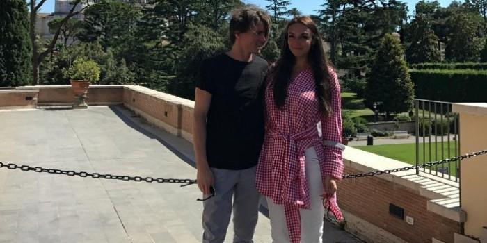 Алена Водонаева выходит замуж за питерского музыканта