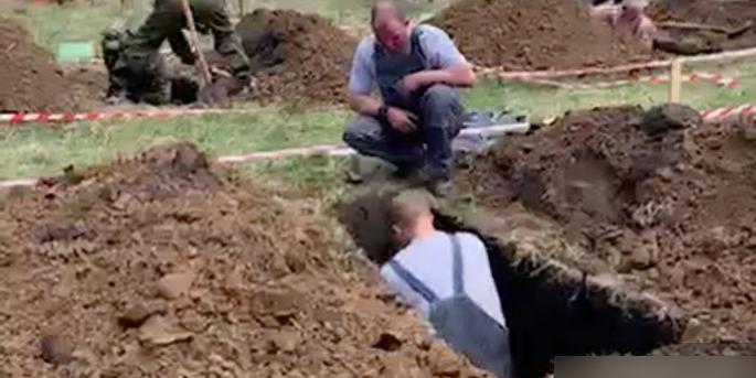"""Сибиряки устроили у крематория чемпионат по скоростному копанию могил """"Могильный беспредел"""""""