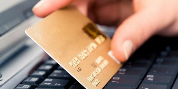Путин поручил кабмину рассмотреть введение НДС для зарубежных интернет-магазинов