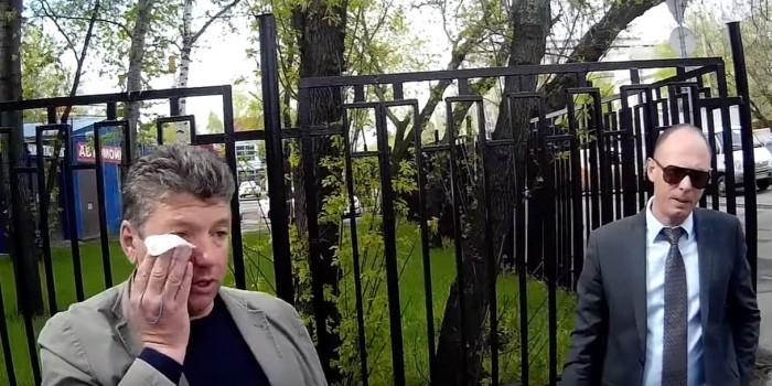"""Московский депутат напал на активистов """"СтопХама"""", заснявших его езду по тротуару"""