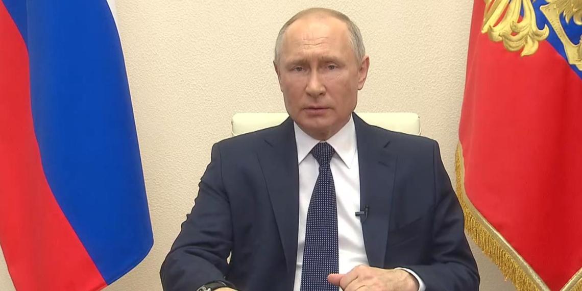 """Путин поручил правительству сделать """"кредитные каникулы"""" для россиян доступнее"""