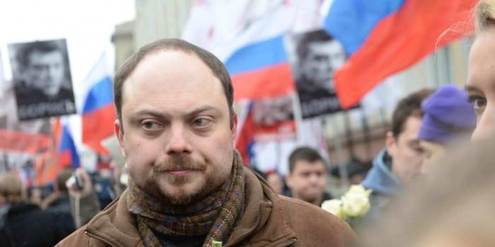 """Отец попавшего в реанимацию Кара-Мурзы пообещал отговорить его заниматься """"оппозиционной ерундой"""""""