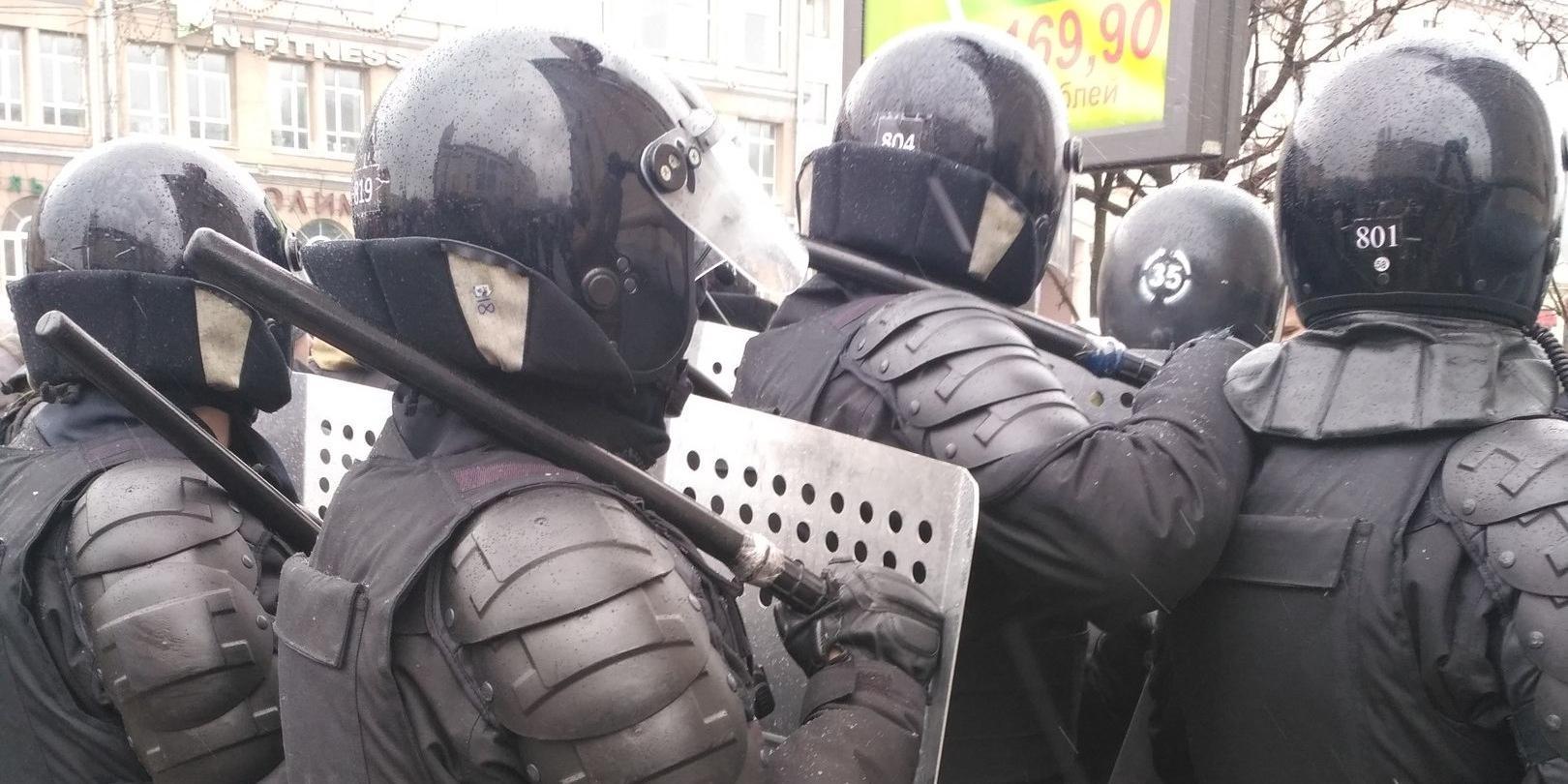 """Pornhub призвал белорусских силовиков занять руки """"чем-то другим"""" вместо дубинок"""