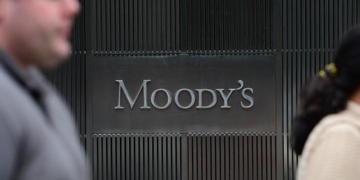 Moodys улучшило прогноз по кредитному рейтингу России до стабильного