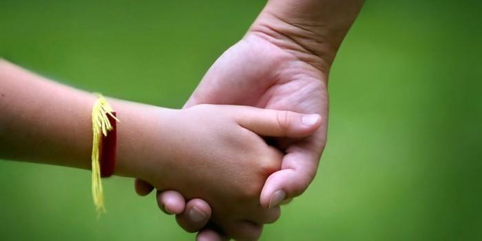 В России ВИЧ-инфицированным разрешат усыновлять детей