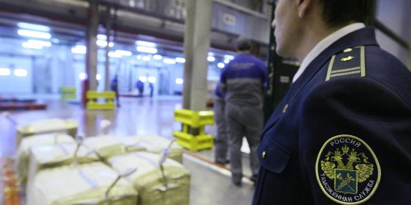 Российские ритейлеры просят таможню вскрывать посылки из-за рубежа