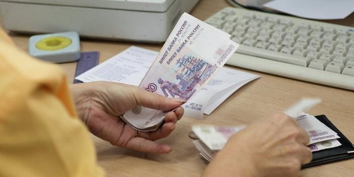 Госдума приняла законопроект о выплате пенсионерам по 5 тысяч рублей