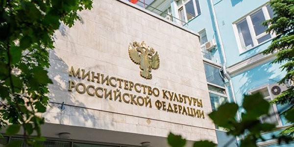 В Минкульте осудили акцию против студии режиссера Учителя
