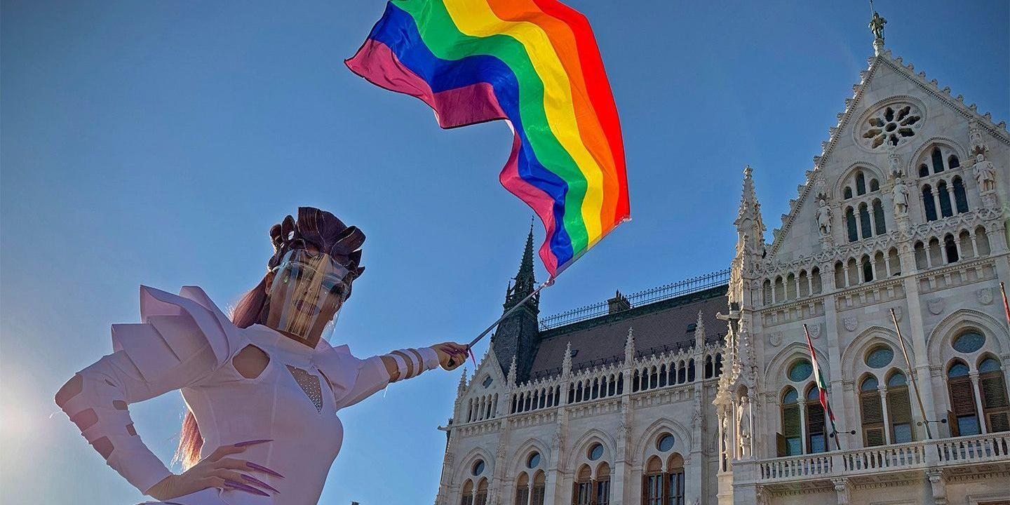 ЕС отказался давать Венгрии денег из-за закона о ЛГБТ