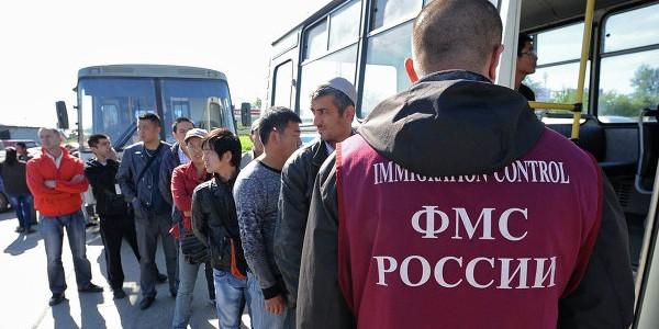 ФМС пожизненно закрыла въезд в Россию для 500 иностранцев
