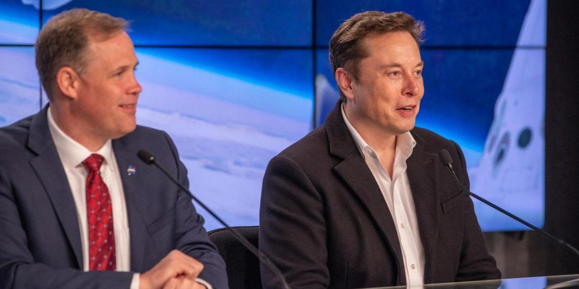 Маск припомнил Рогозину шутку о батуте после успешного запуска Crew Dragon