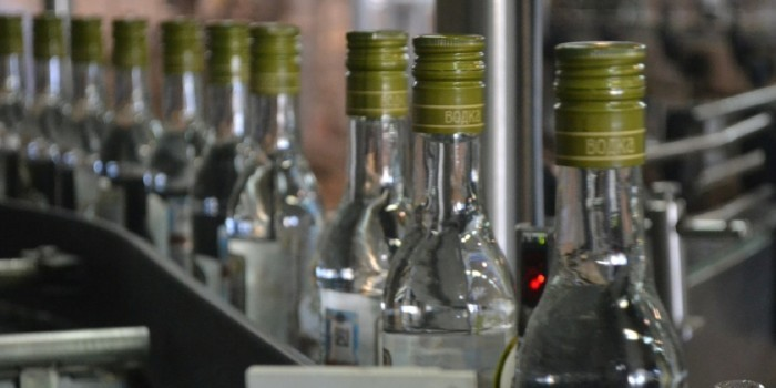 Минздрав намерен повысить цену на бутылку водки до 300 рублей