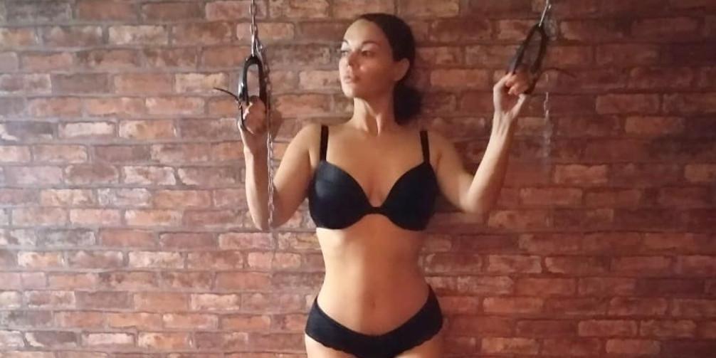 Жена Панина показала голую грудь, выложив фото без лифчика и трусов с нудистского пляжа