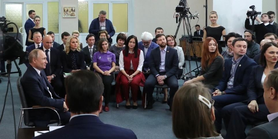 """""""С детьми живешь по-настоящему"""": журналисты побывали в гостях у многодетной семьи, которую похвалил Путин"""