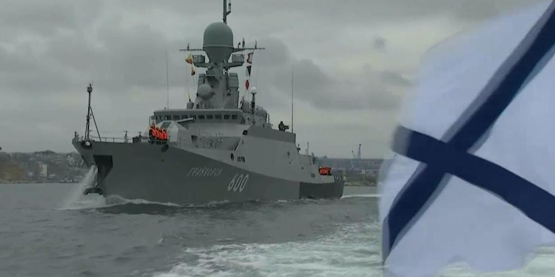 Корабли ВМФ РФ проведут стрельбы в Черном море на фоне прибытия американских эсминцев